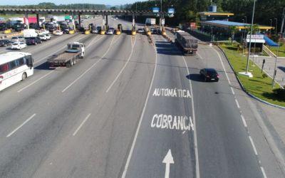 Bolsonaro diz que vai liberar motos de pedágio em rodovias federais